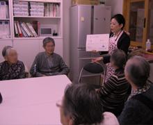認知症介護01日本ヘルスケアアロマ協会